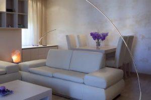 Come illuminare il soggiorno: soluzioni e consigli per l'illuminazione della zona living