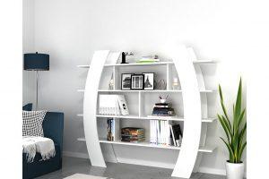 Mensole e librerie in salotto: cosa mettere su questi complementi d'arredo