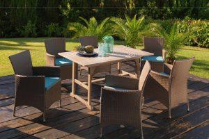 Arredare il giardino di casa con tavoli e sedie: come trasformare l'outdoor in un vero e proprio salotto