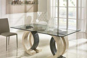 Eleganti, funzionali e luminosi: ecco i tavoli in vetro di design