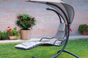 Poltrone da esterno: 5 complementi di design per trasformare l'outdoor in un salotto