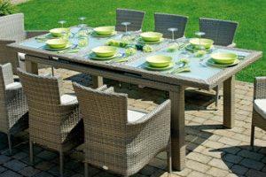 Ecco i tavoli rettangolari allungabili da esterno: per pranzi e cene con parenti e amici