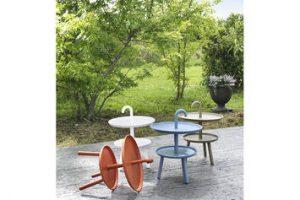 Moderni, giovanili e colorati: 3 tavolini in plastica da giardino e da interni