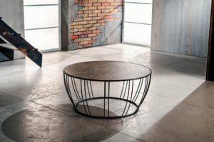 Tavolini in metallo sia per il soggiorno che per l'esterno: ecco 3 modelli