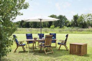 Per una zona outdoor accogliente e conviviale: 3 set da giardino in legno