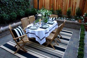Come organizzare una cena in giardino: alcuni consigli per allestire al meglio lo spazio esterno