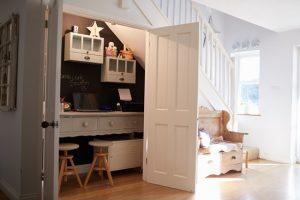 Ottimizzare gli ambienti con stile: come arredare le scale e il sottoscala